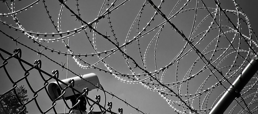 refugee-barbed-wire-1670222_960_720