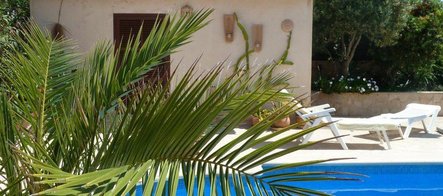 pool-164794_1280