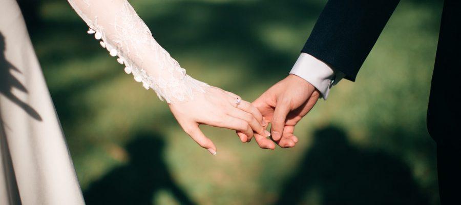 weddings-3225110_1280