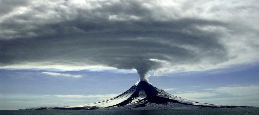 volcano-erupting-1056526_1280