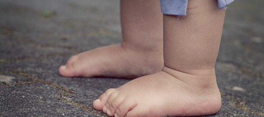 child-feet-619399_960_720